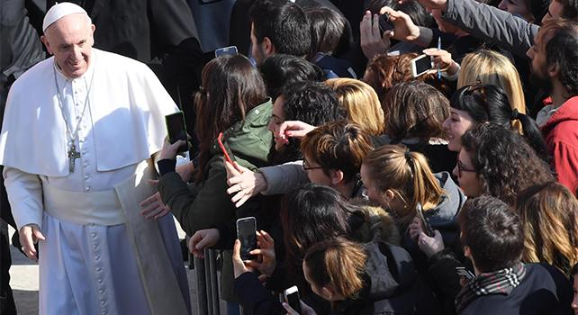 Il Papa all'università in dialogo con gli studenti